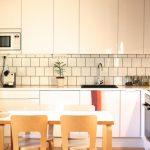 Uusi valkoinen keittiömme kuvina